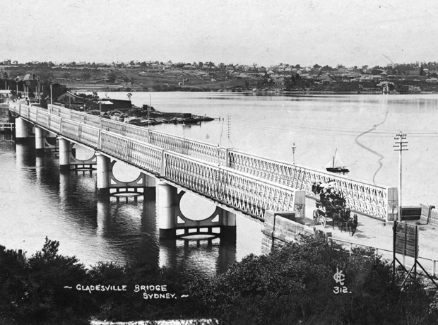 Gladesville Bridge with horse-drawn omnibus, between 1899 and 1910.