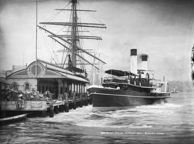 The paddle-steamer Brighton brings passengers from Manly, 1900