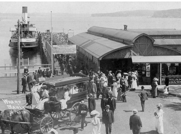Manly wharf and female passengers, 1910