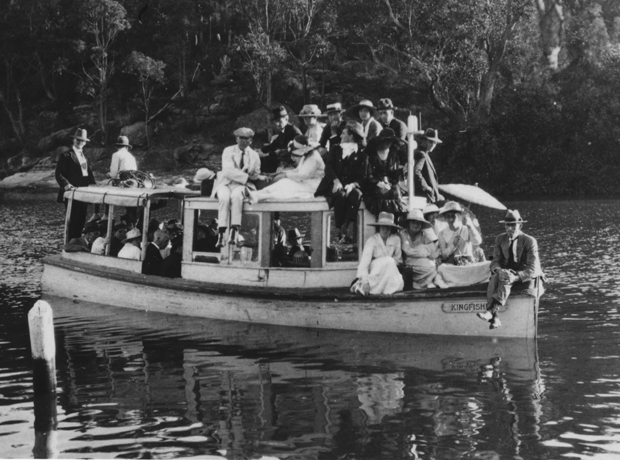 Picnic group on Boad Kingfisher boat